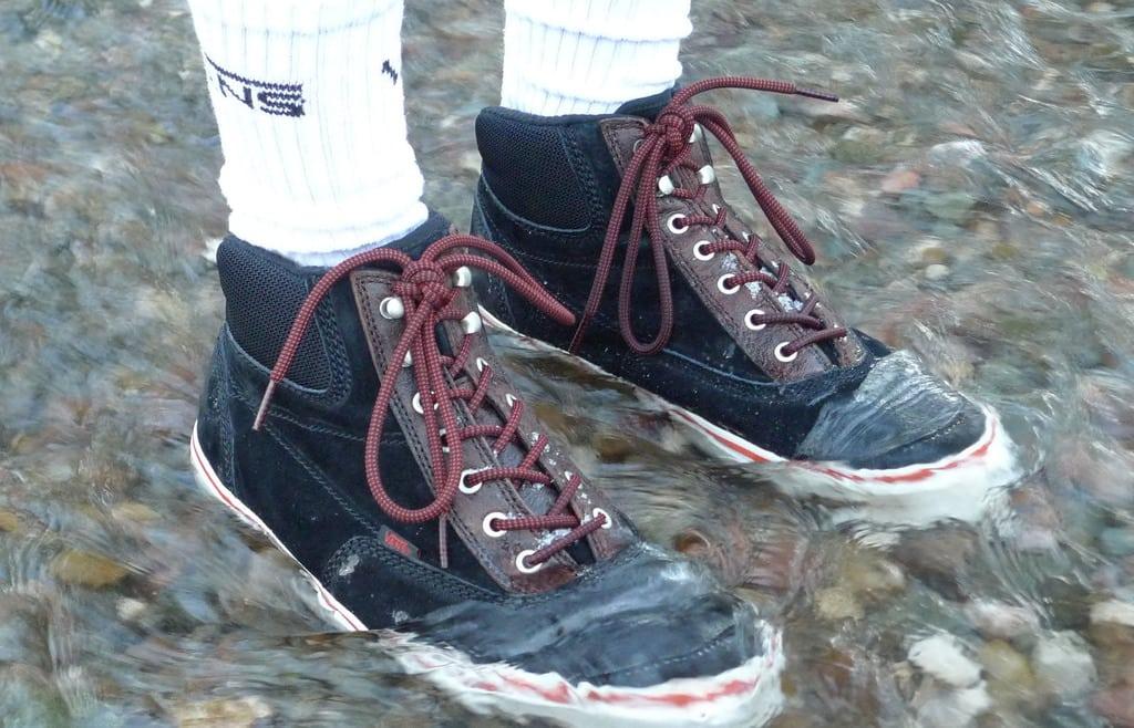 کفش شما گرم و ضدآب باشد