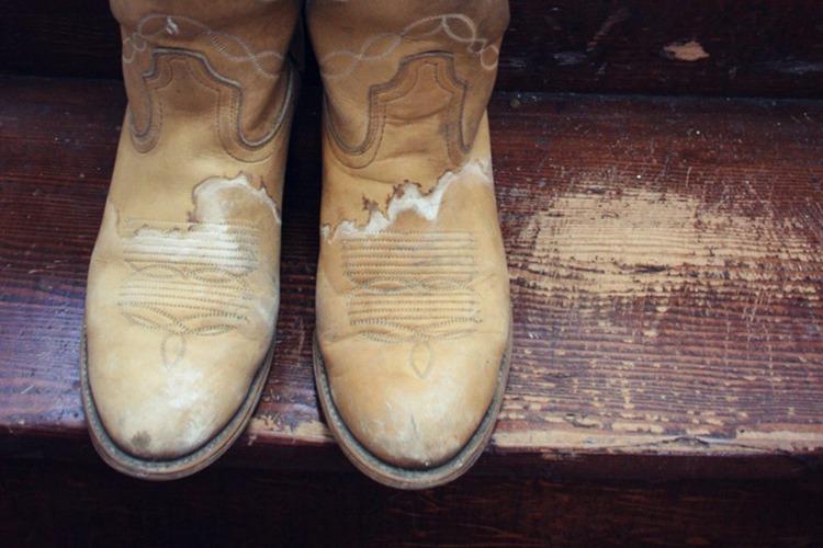شوره زدایی از کفش های چرم