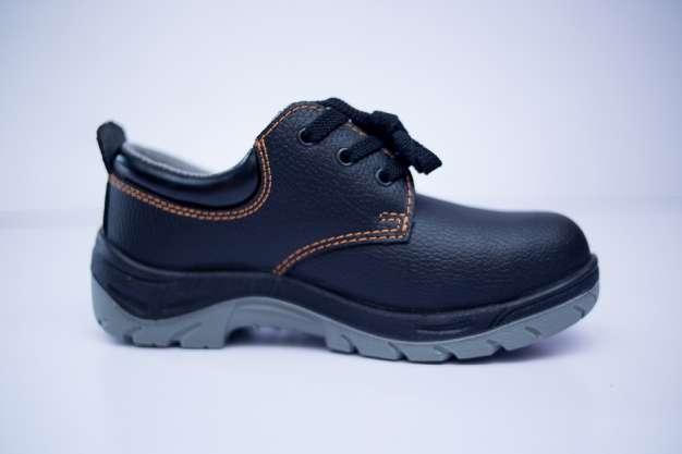 کفش ایمنی برای جلوگیری از برق گرفتگی - شهپر