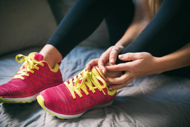 خرید کفش های جدید برای انجام تمرینات ورزشی