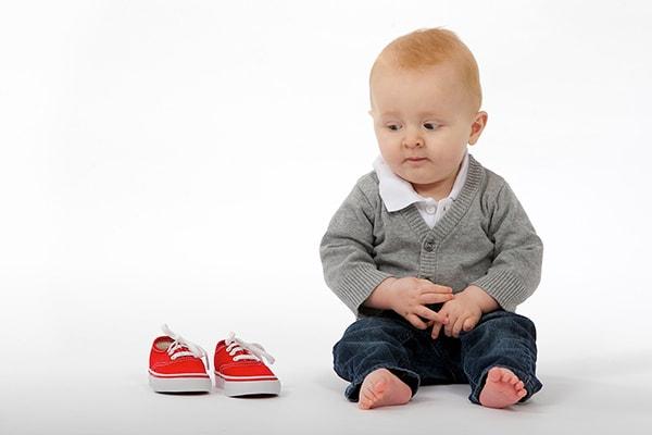 بهترین سن برای کفش پوشیدن کودک - کفش شهپر