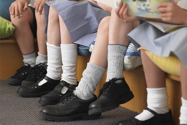 پوشیدن کفش در مدرسه - کفش شهپر