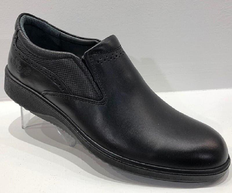 بررسی کفش در هنگام خرید