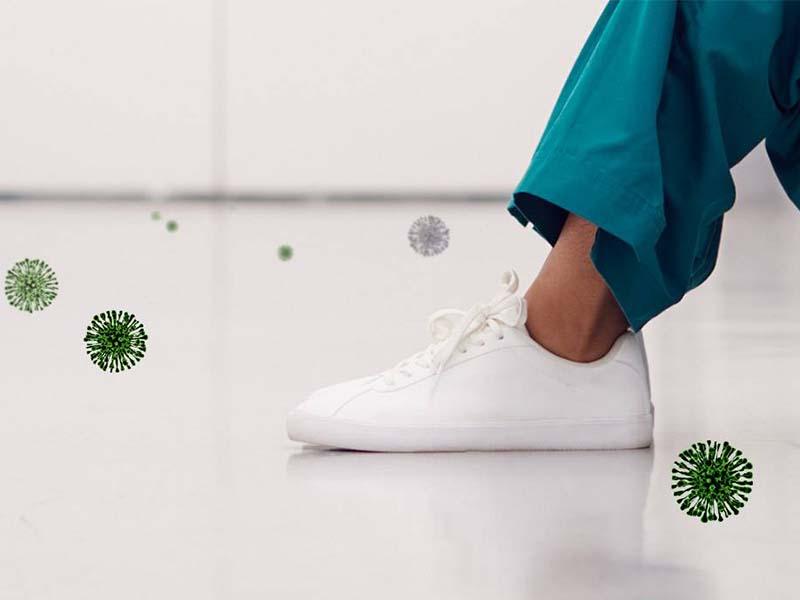 انتقال کرونا با کفش